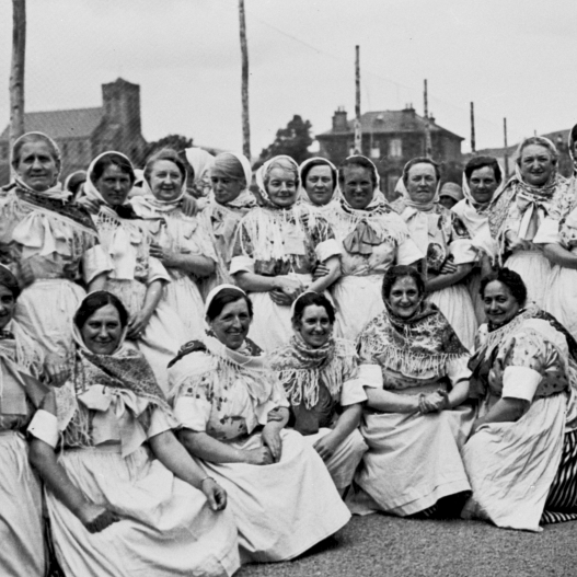Newhaven fishwives on an outing to St Abbs, 1920s