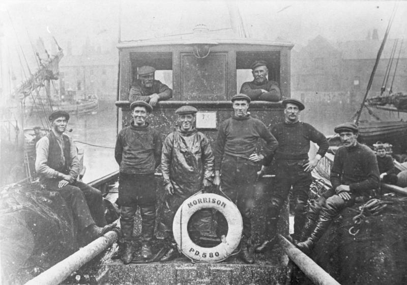 Portrait of crew onboard 'Morrison', PD580, 1914.
