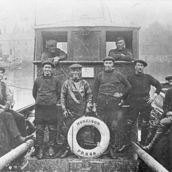 Portrait of crew onboard 'Morrison', PD580, 1914.