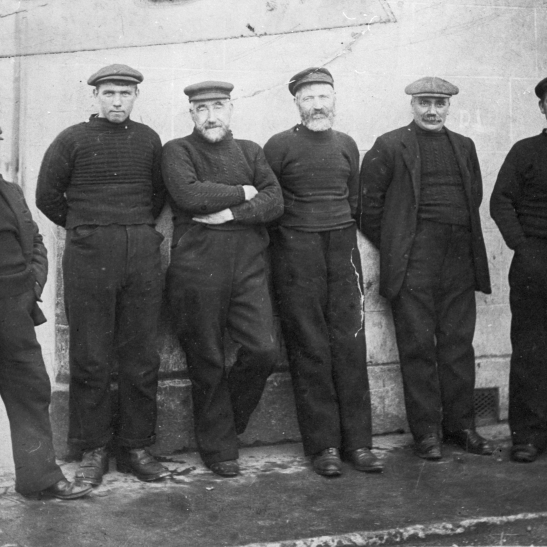 A group of Fisherrow Fishermen at FIsherman's Corner. Far left: Henry 'Cattenbat' Ritch, Second from left: Sandy Craig Third from right: Auld Scott Original image from M. Fairnie via C. Carruthers